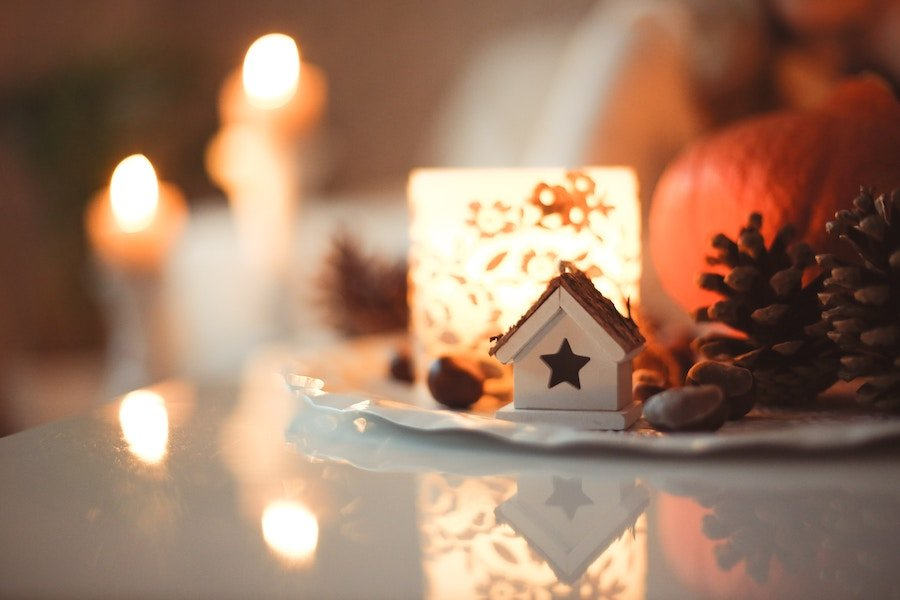 Diffuse essential oils to make your home smell like Christmas Pine cones and candles