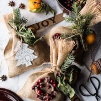 The Gift of a Christmas Scent (Homemade Holiday Potpourri).