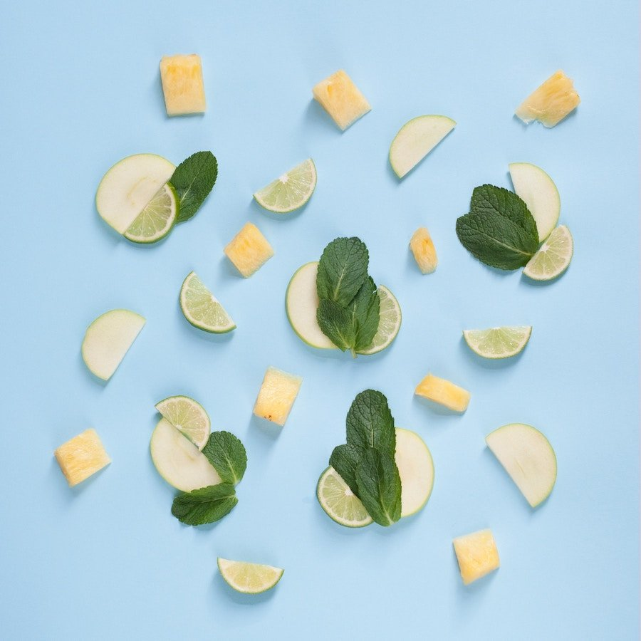 Scent the air with spring scents of fresh mint and lime with apple and pineapple slices
